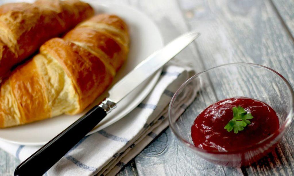 Desayunos a domicilio en Madrid y en toda España - Desayunos Kubala - El croissant perfecto