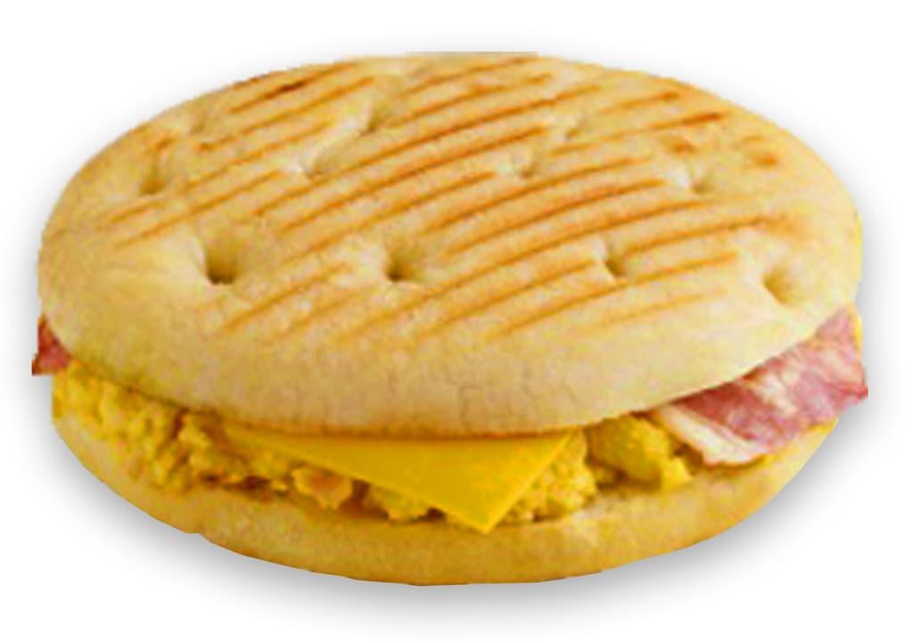 Desayunos a domicilio en Madrid y en toda España - Desayunos Kubala - Mollete de bacon, huevo revuelto y queso Cheddar